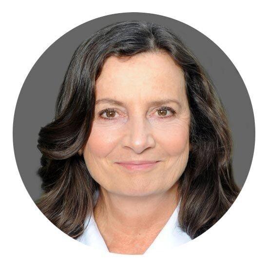 Auf diesem Bild sehen Sie Elke Menzel. Sie leitet das Hoffman Institut Deutschland.